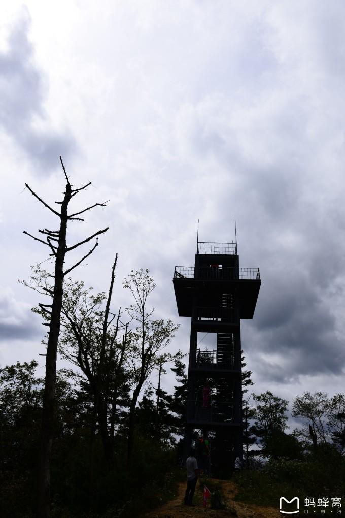 实际上凉风垭和三官庙是佛坪自然保护区所属的两个保护站,位于陕西省
