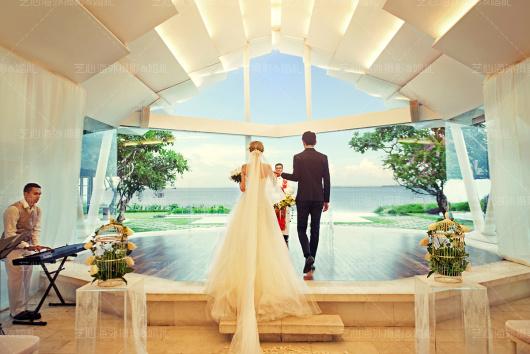 巴厘岛婚礼费用(如选择全天项目,则包含当天双人午餐费用) 服务内容: 1.专业婚礼策划师、专业婚礼顾问、时尚服装师、两位国际顶级摄影师、两位国际顶级摄像师、专业拍摄助理、专业婚礼现场督导、中国化妆造型师、国内顶级后期设计师、国内顶级后期剪辑师12对1为您提供全程无忧服务; 2.