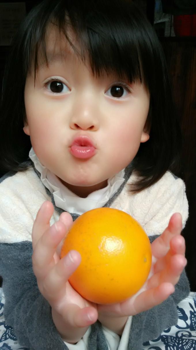 小眼睛的可爱的姑娘图片