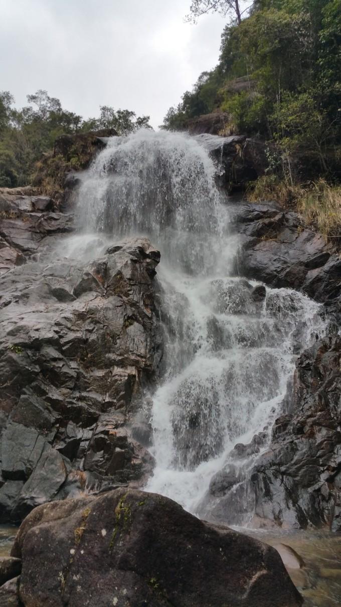壁纸 风景 旅游 瀑布 山水 桌面 680_1209 竖版 竖屏 手机
