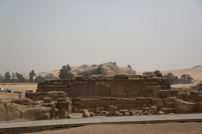 其中阶梯金字塔也是埃及最古老的石造